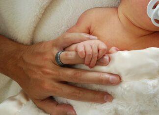jak dbać o włosy i paznokcie niemowlaka?