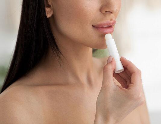 Pomadka chroniąca usta